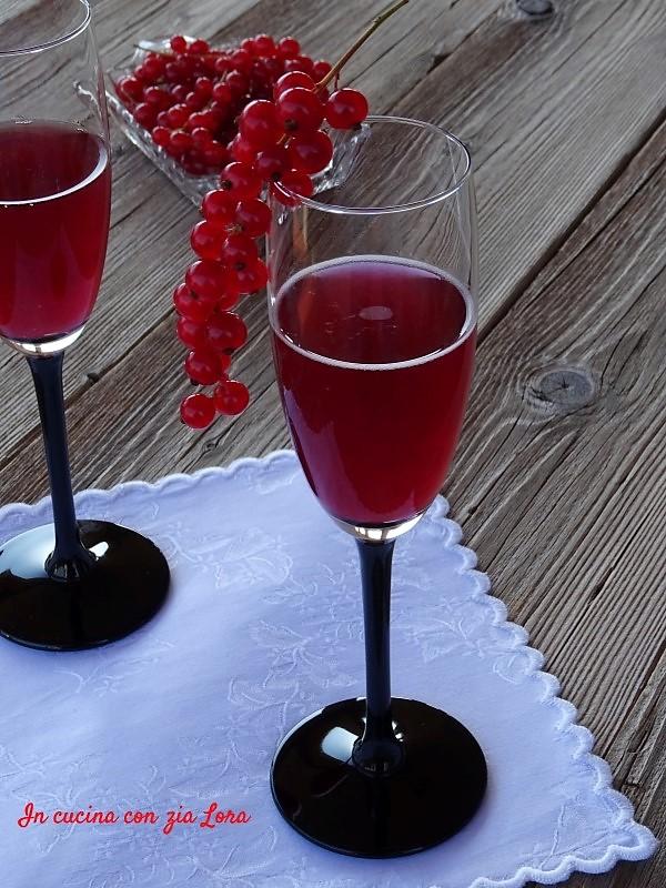 Aperitivo poco alcolico ai frutti di bosco