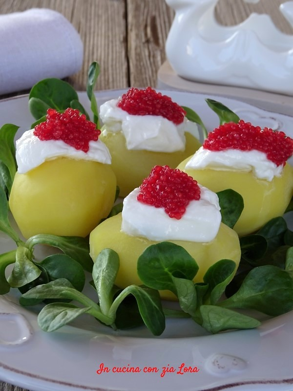 Patate con yogurt e uova di lompo