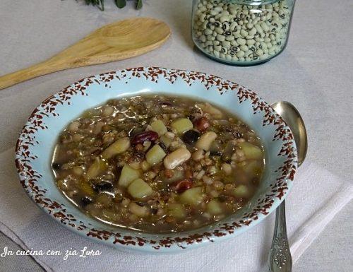 Zuppa di legumi e cereali con patate