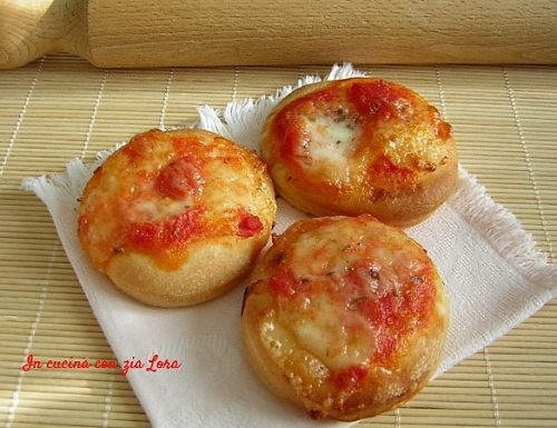 Pizzette con pomodoro e mozzarella