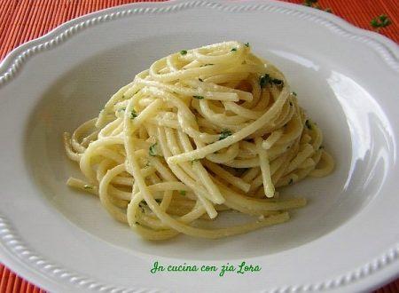 Spaghetti al limone ed erbe aromatiche
