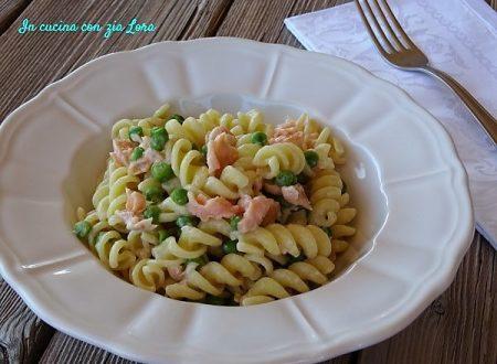 Pasta con piselli e salmone affumicato