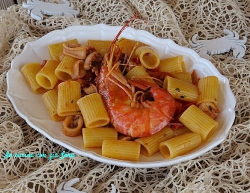 Pasta con gamberoni calamari e totani