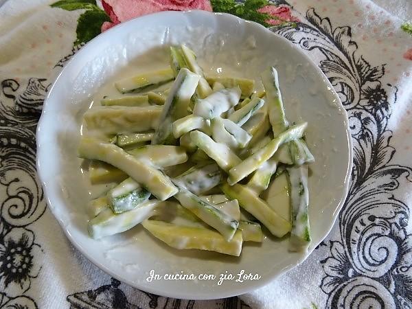 Preparazione delle zucchine fritte in tempura croccantissime