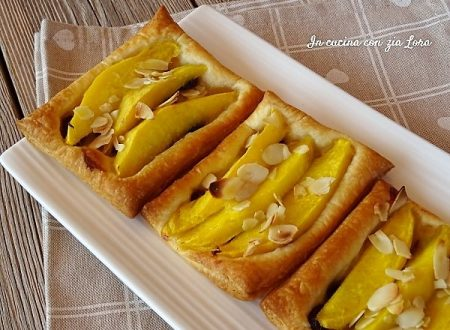 Sfogliatine con mango uvetta e miele