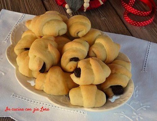 Cornetti di pane al latte con nutella