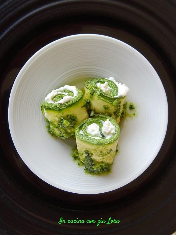 Rotolini di zucchine con crema di ricotta e pesto