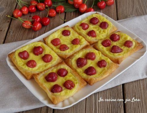 Sfogliatine con crema e ciliege
