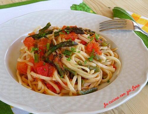 Strangozzi con asparagi e pomodoro fresco