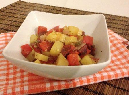 Peperoni patate e cipolle