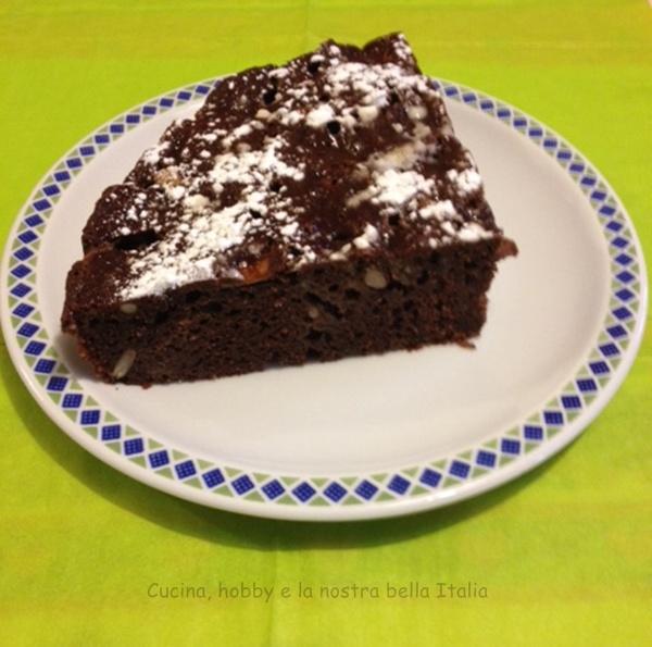 torta cioccolato con mele e pinoli