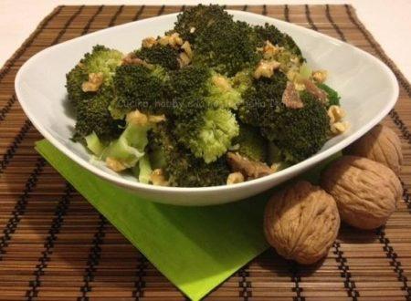Broccoletti con noci e acciughe