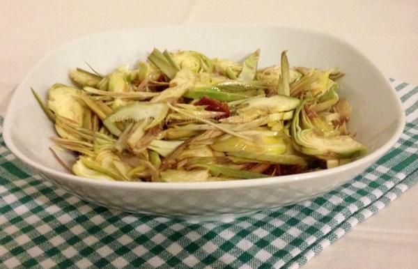 insalata di carciofi con pomodori secchi