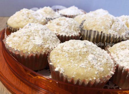 Muffin con pesche sciroppate
