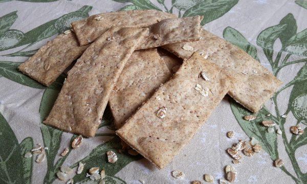Crackers integrali ai cereali senza lievito