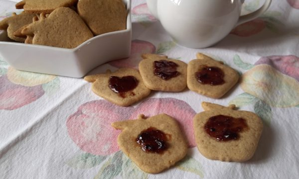 Biscotti integrali di segale allo zenzero e cannella