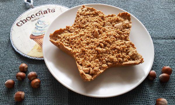 Stella di crostata integrale con crema di ricotta e nocciole