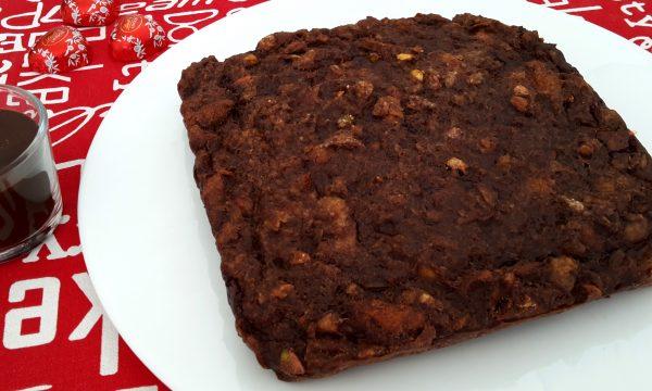 Torta di pane al cacao con pistacchi e cioccolato