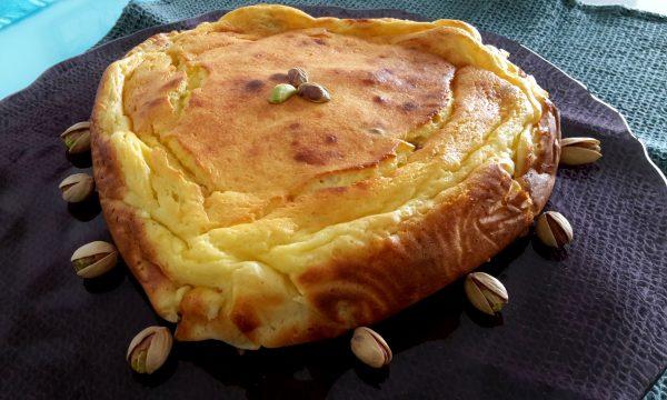 Torta budino vaniglia di ricotta e yogurt con pistacchi