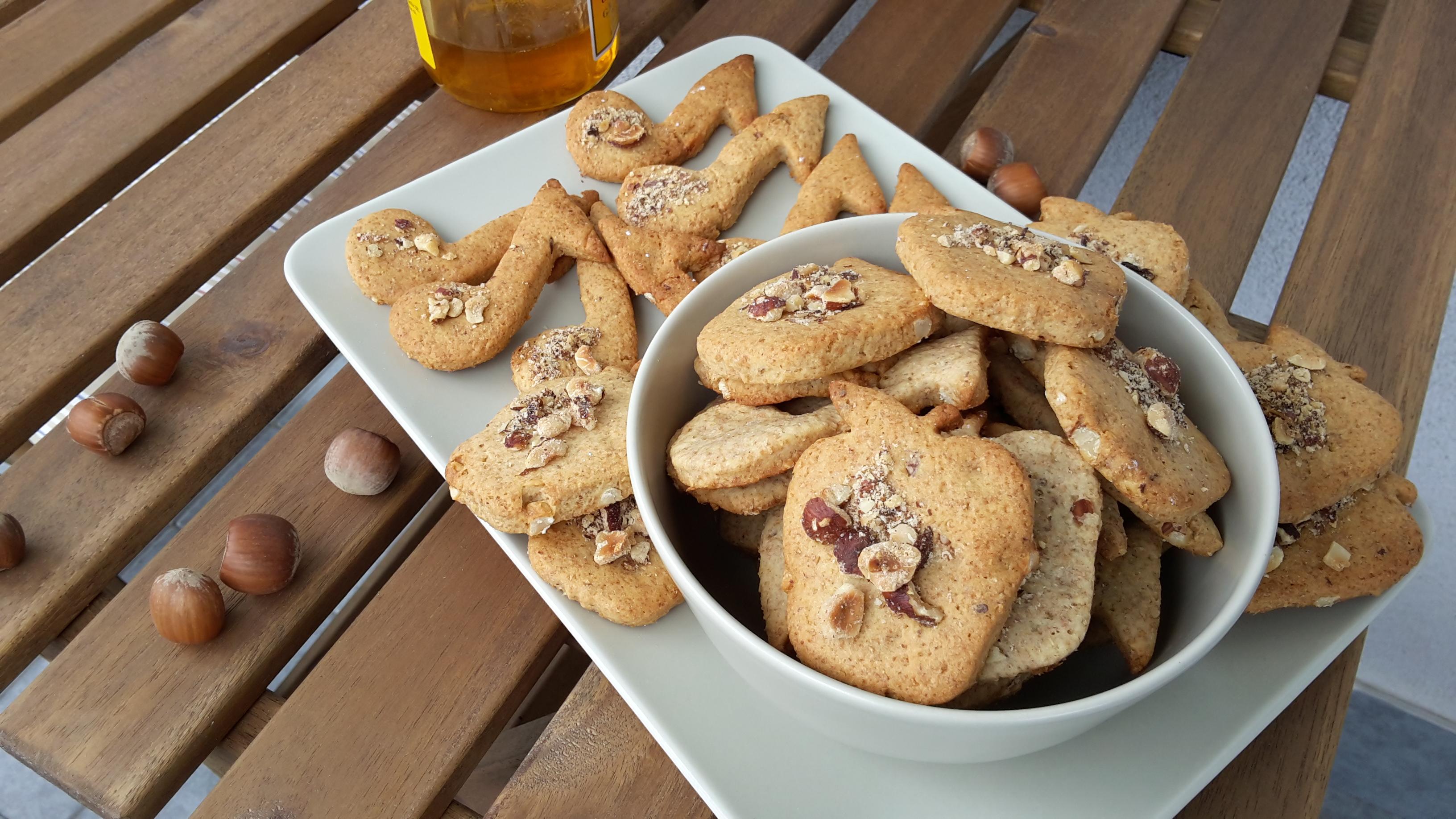 Biscotti integrali alla nocciola con philadelphia e miele