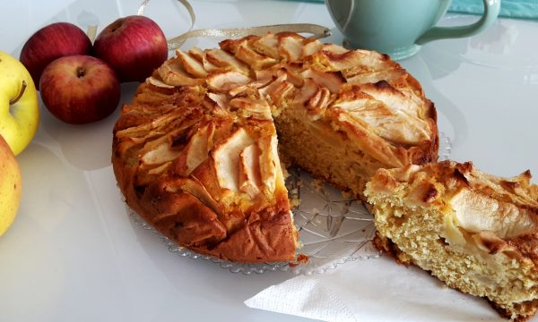 Torta di mele allo zucchero di canna senza lattosio