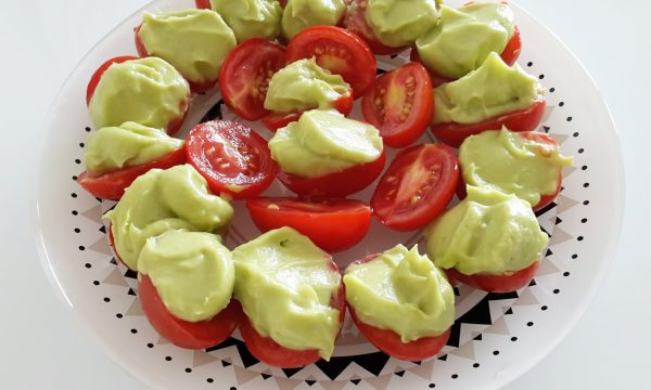 Pomodorini con crema di avocado
