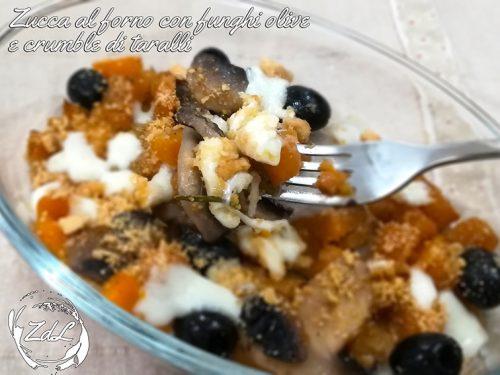 Zucca al forno con funghi olive e crumble di taralli