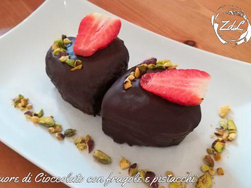 Cuore di Cioccolato con fragole e pistacchi