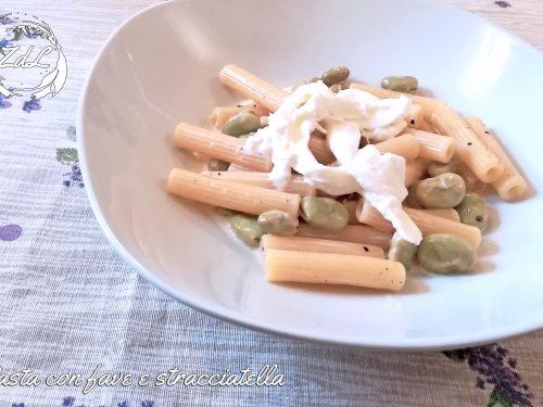 Pasta con fave fresche e stracciatella