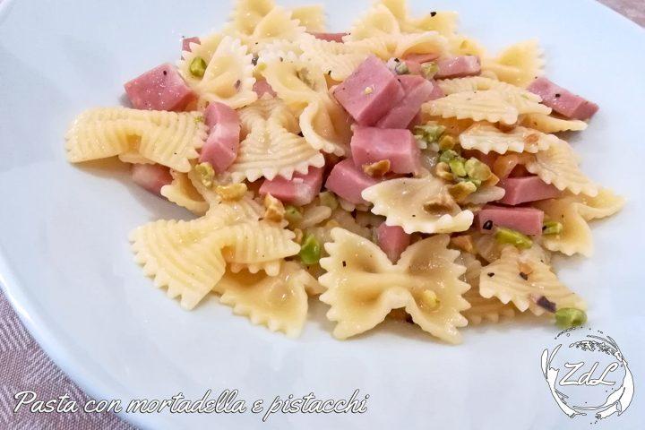 pasta con mortadella e pistacchi