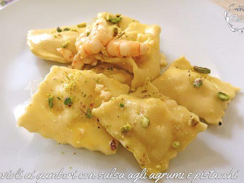 Ravioli ai gamberi con salsa agli agrumi e pistacchi