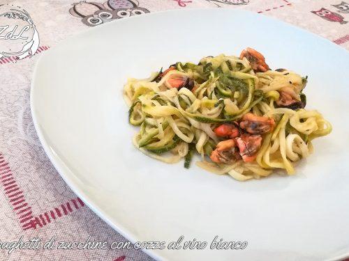 Spaghetti di zucchine con cozze al vino bianco