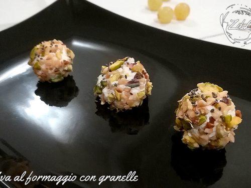 Uva al formaggio con granelle di pistacchi e nocciole