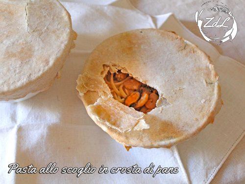 Pasta allo scoglio in crosta di pane