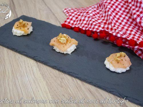 Tartine al salmone con salsa di noci al tartufo