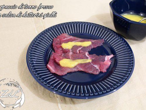 Carpaccio di tonno fresco con salsa di datterini gialli