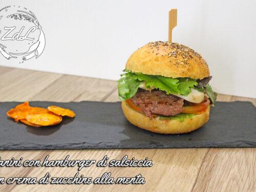 Panini con hamburger di salsiccia con crema di zucchine alla menta