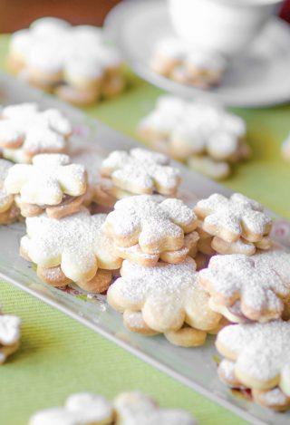Biscotti con ripieno di nutella ricetta