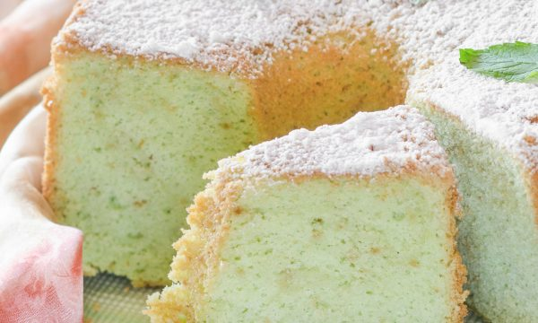 Chiffon cake alla menta dolce soffice