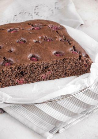 Torta semplice con cacao e lamponi ricetta da salvare