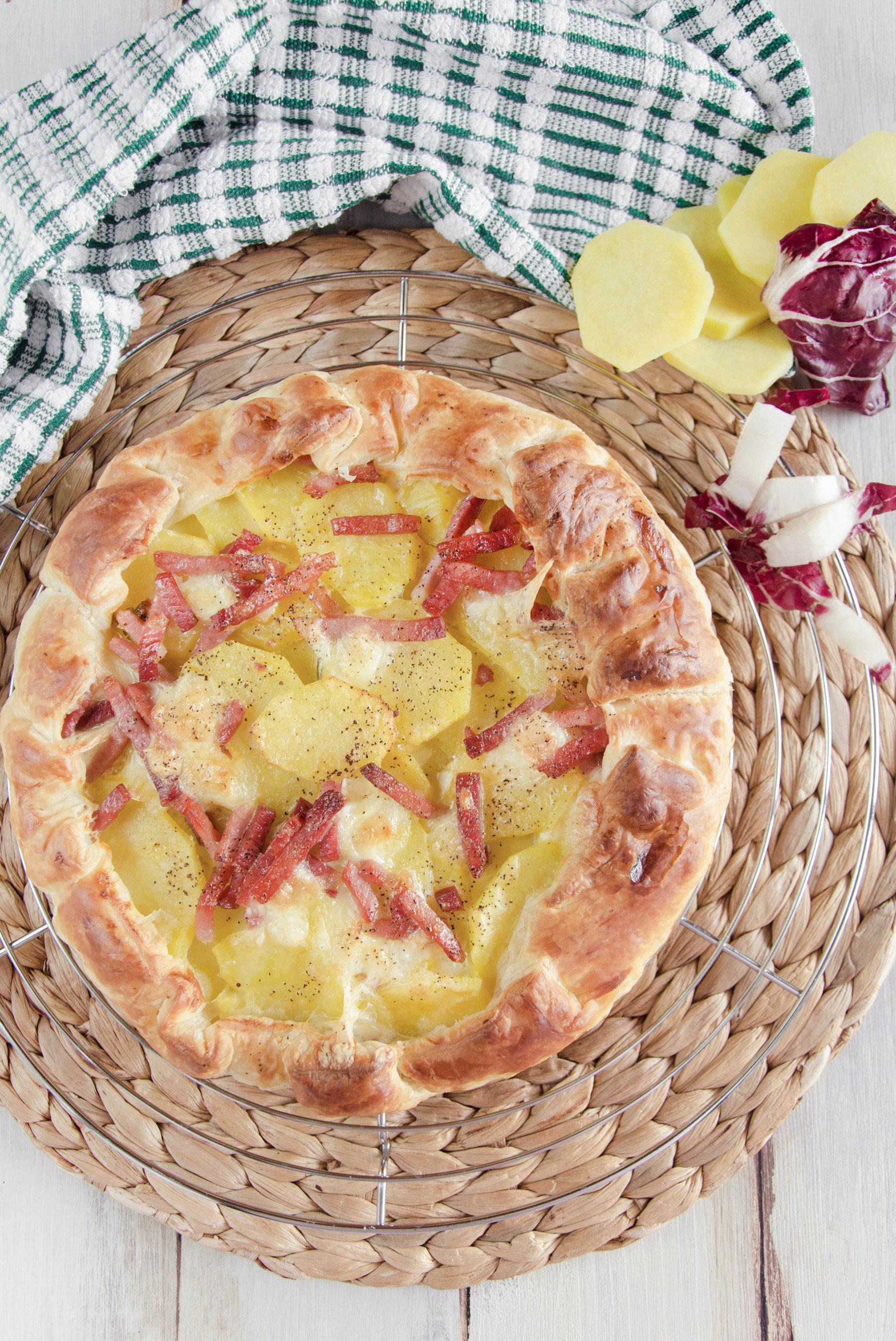Torta salata con patate e radicchio