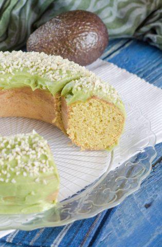Ciambella nutriente con avocado pronta da servire
