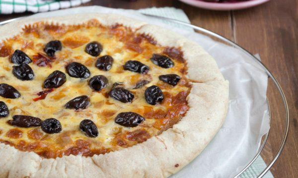 Torta salata con tonno olive e cipolle di Tropea