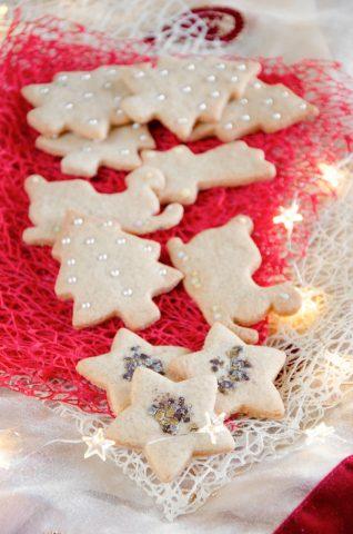 Biscotti di Natale con forme diverse