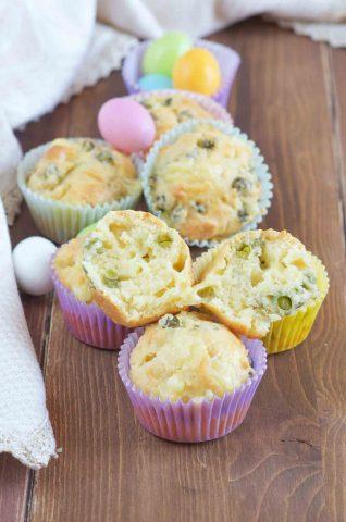 Muffin salati con piselli gustoso antipasto