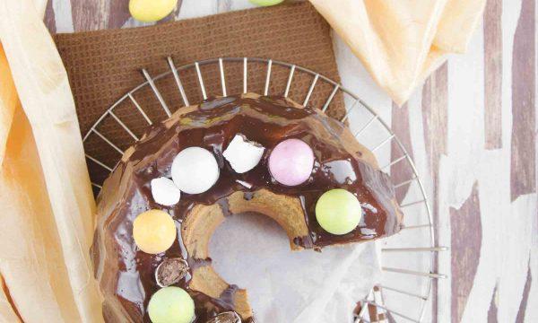 Ciambellone gustoso con pezzi di cioccolato