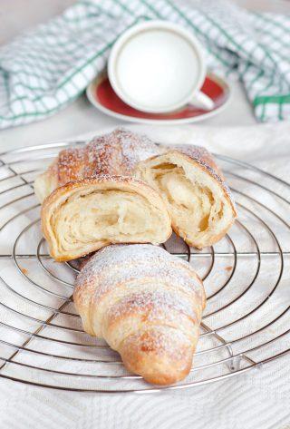 Croissant sfogliati pronti da gustare
