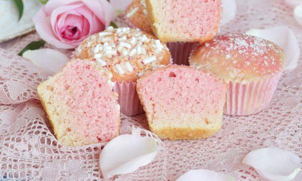 Muffin variegati all'alchermes e cocco