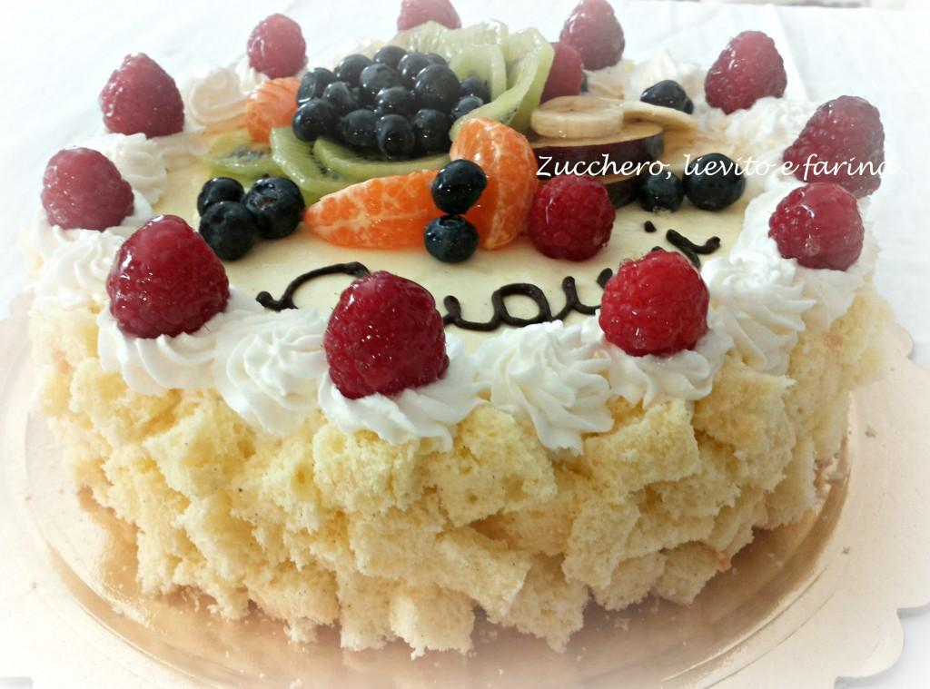 Torta mimosa vestita di frutta