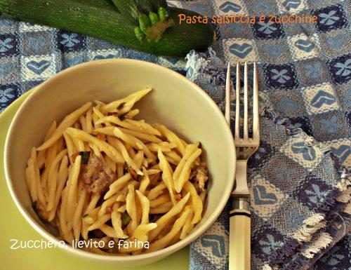 Pasta con salsiccia e zucchine